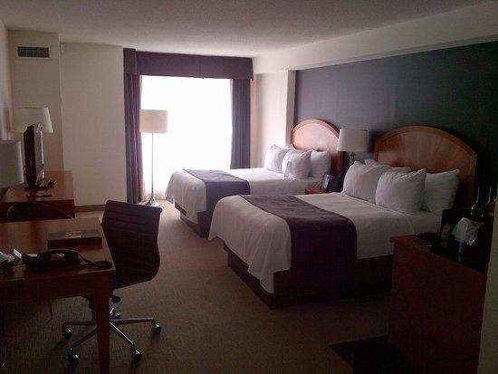 Cambridge Suites - Halifax: spacious room