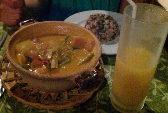 Cassia Cottage: Ужин. Суп с рисом и сок.