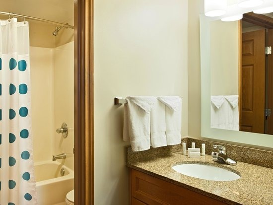 TownePlace Suites Colorado Springs Garden of the Gods : Two-Bedroom Suite Bathroom