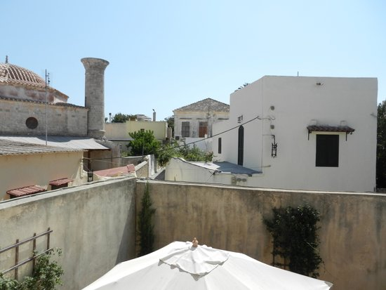 Zacosta Villa Hotel: View from window outside the courtyard