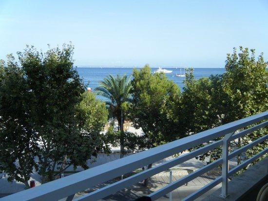 Hotel Agua Beach: 3rd floor right hand beach view