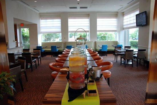 Hilton Garden Inn St. Charles: Lobby
