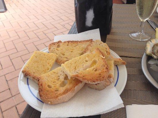 O Farol Cervejaria: Pan tostado con mantequilla