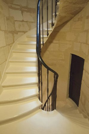 Au Coeur de Bordeaux - Chambres et Table d'hotes: The lovely stairway