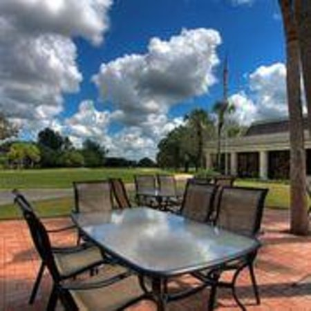 Boca Royale Golf & Country Club: Patio Dining