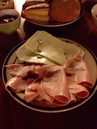Il Polifemo Etna B&B : Formaggio al pistacchio, mortadellina, e prosciutto