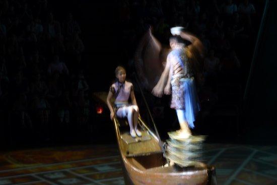 Shanghai Circus World : balance