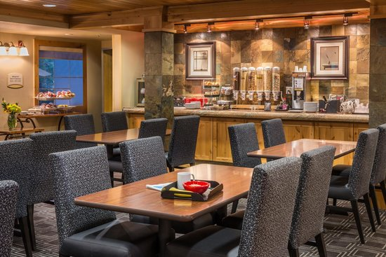 TownePlace Suites Bend Near Mt. Bachelor: Breakfast Room