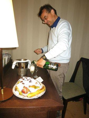 Petro Palace Hotel: champagne offert par la direction pour mon anniversaire