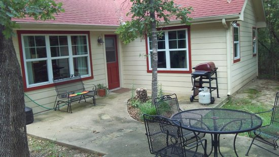 Talco, TX : Back patio, Deer Path Cottage