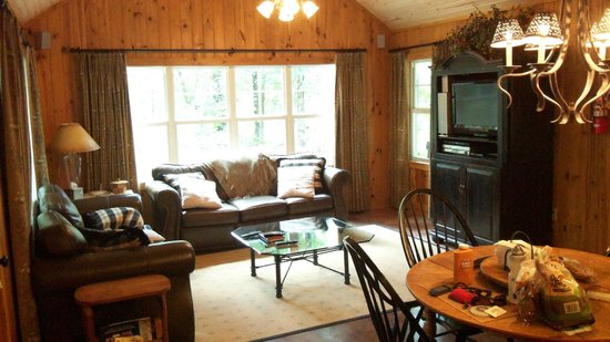 Talco, TX : Dining and living area, Deer Path cottage