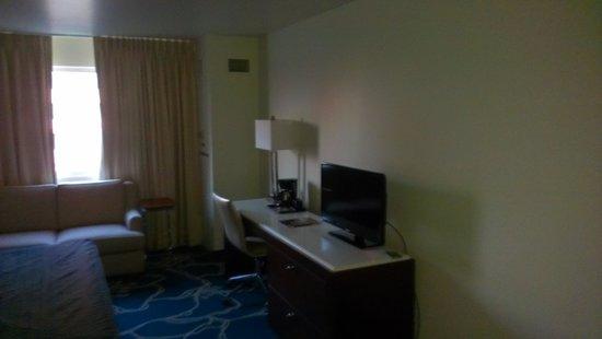Tropicana Evansville: King Room Area
