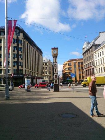 Hotel Roma: часы Лайма , слева отель FG Royal
