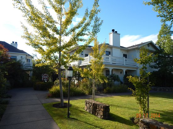 MacArthur Place - Sonoma's Historic Inn & Spa: lovely grounds