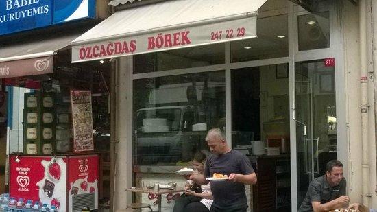 Oz Cagdas Borek