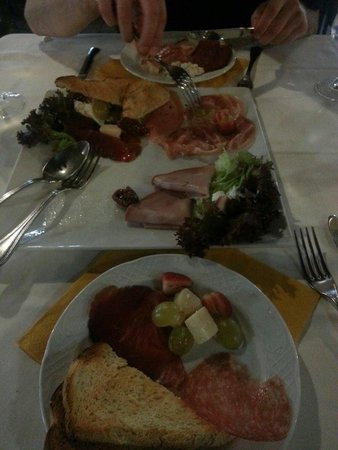 La Casa del Parmigiano: Beautiful cold meat and cheese sharing platter