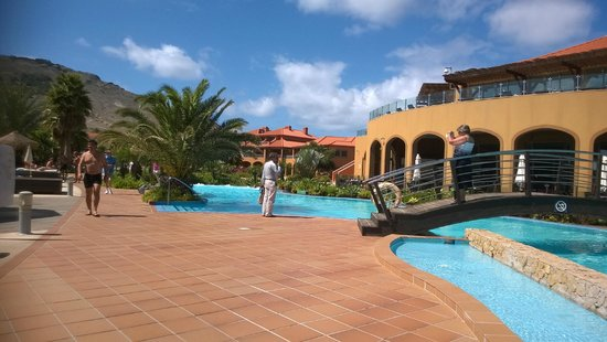Pestana Porto Santo All Inclusive: Pool, bridge to dining area and Sunset Terrace