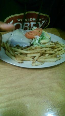 Chesapeake Grille & Deli: bbq chicken sandwich