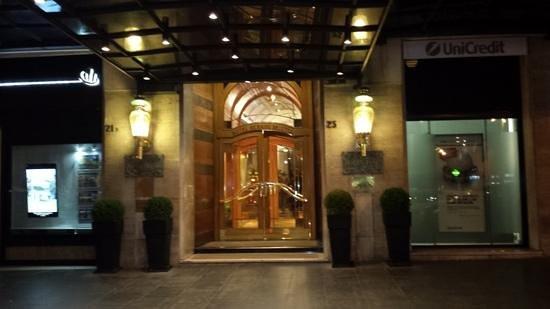 Sina Bernini Bristol : entrance.