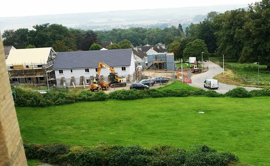 Tulloch Castle Hotel: Construction equipment to help you wake up
