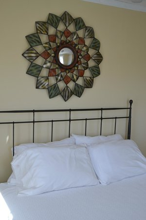 River Rock Cottages : Fern Lake Bedroom #1
