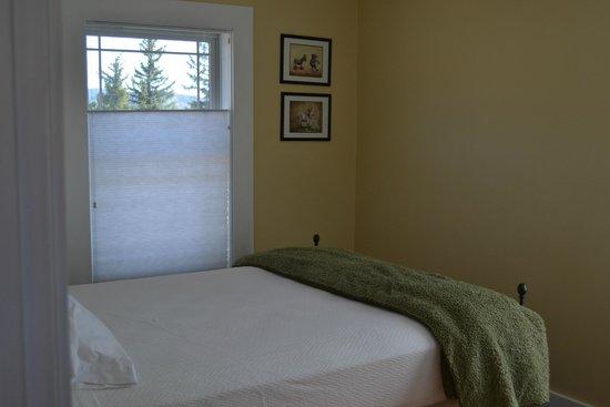 River Rock Cottages: Golden Leaf Bedroom #1
