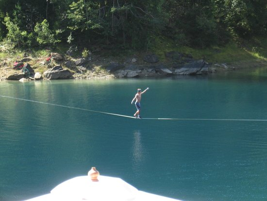 Caumasee: One of the new slack lines.