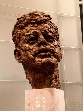 John F. Kennedy Center for the Performing Arts: JFK statue
