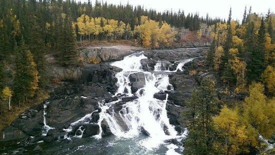 Cameron River Falls Trail: Must come.