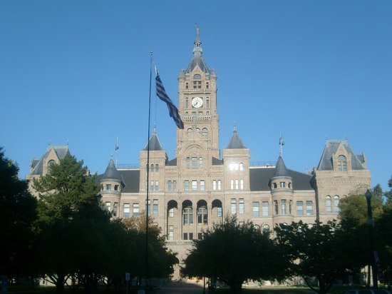 ‪City and County Building‬