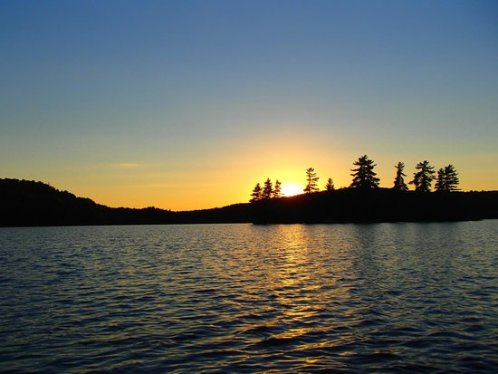 Blue Moon Retreat : Sunset on Purdy Lake