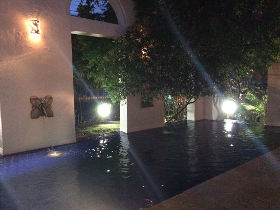 Hotel Casa Harb: piscina nocturna