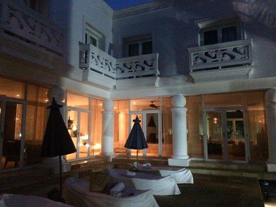 Hotel Casa Harb: de la piscina a la recepcion