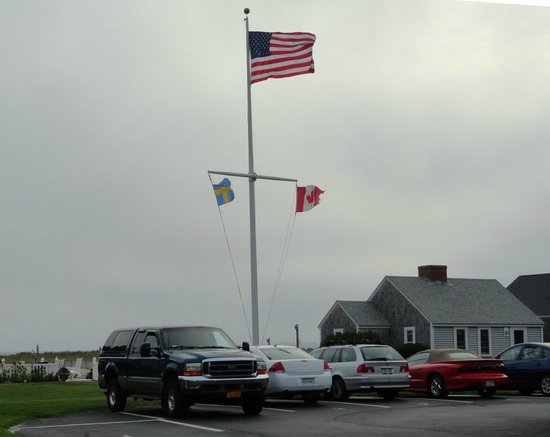 East Harbour: Each cottage has their own parking spot.