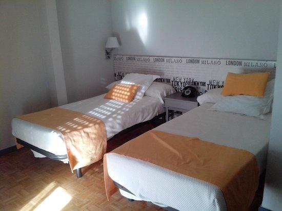 Hotel Anaco : FOTO DO QUARTO QUE DEVERIA SER TRIPLO