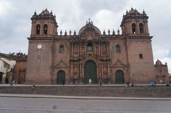San Agustin International Hotel: Church at the plaza