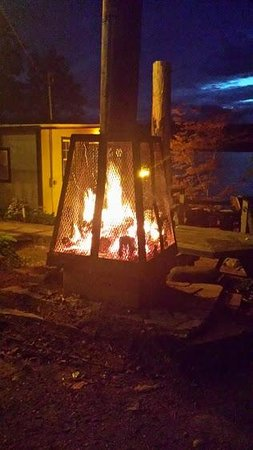Lazy E Motor Inn: Fire pit