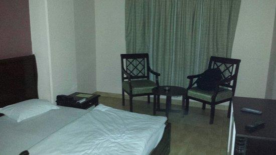 Hotel Ganga Ratan: Habitaciones muy descuidadas