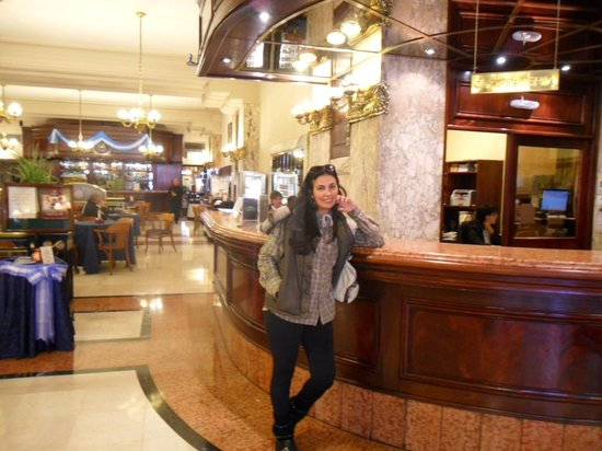 Castelar Hotel & Spa: saguão iluminado