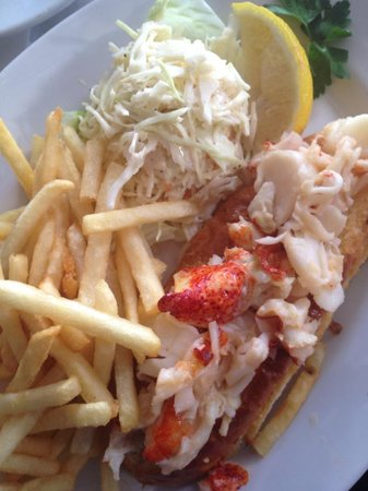 Benjamin's Restaurant and Raw Bar : lobster roll