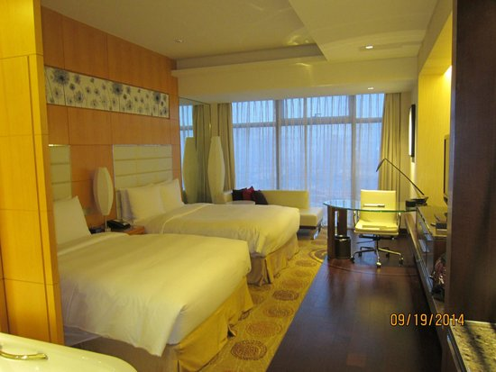 Renaissance Shanghai Putuo Hotel : Room 1207 (faces Tongchuan Road)