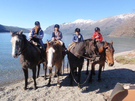 Estancia Peuma Hue: cabalgata sobre Lago Gutierrez