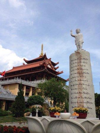 Hue Nghiem Pagoda