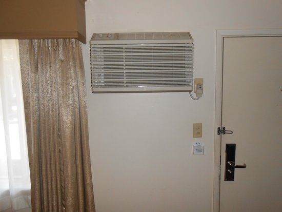 BEST WESTERN Prescottonian: A/C mounted very high on wall
