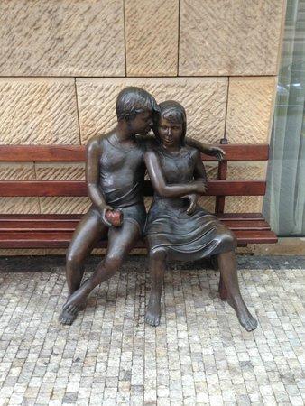 Four Seasons Hotel Prague: Sweet sculpture near Hotel entrance