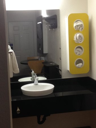 Motel 6 Mammoth Lakes: Updated bathrooms