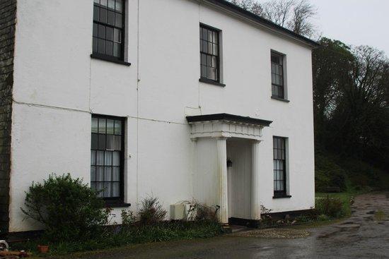 Laston House: Frontage