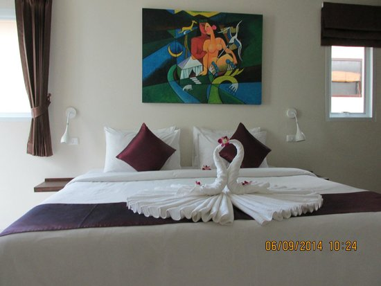 At Kamala Hotel : the bed decoration
