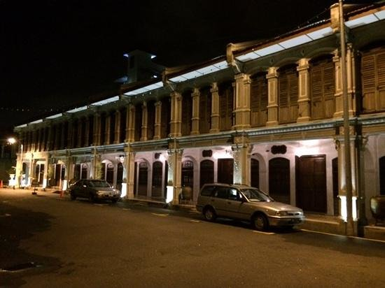 Museum Hotel: Hotel exterior at night