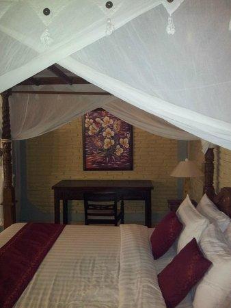 Kuta Puri Bungalows: Room